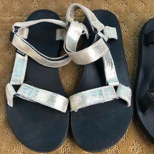 Teva Gold Sandals 8
